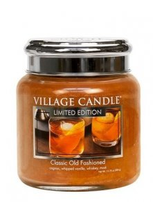 Classic Old Fashioned Medium Village Candle, geurkaars met tonen van whisky, cognac, kardamon, sinaasappelschillen voor de warme kille avonden